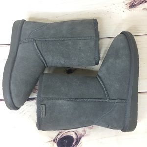 MINNETONKA Short Gray Boots Size 6